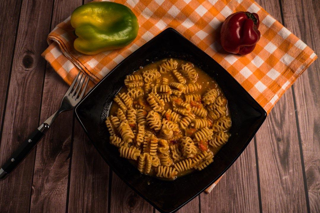 pasta con sugo di peperoni